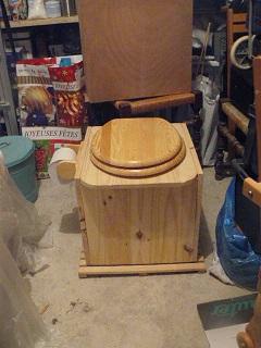 [hygiène]Fabriquer une toilette sèche - Page 4 Cagado10