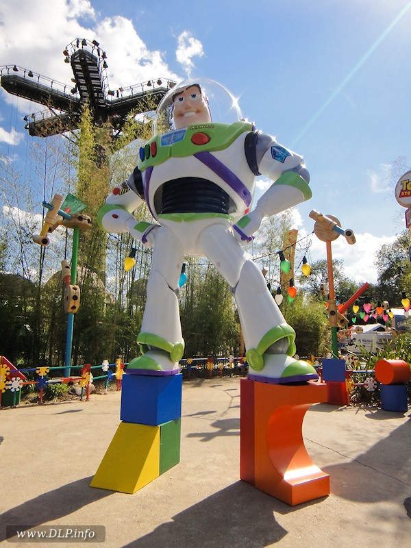 Toy Story Playland ( Walt Disney Studio) Buzz-i10