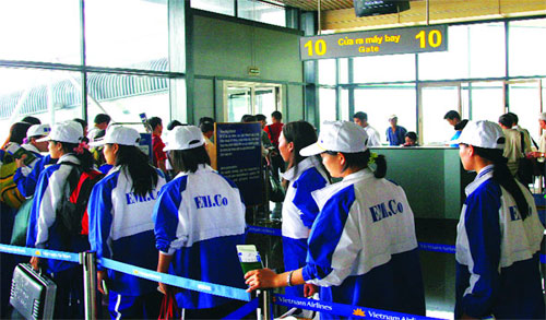 The doors to labor markets narrowed for Vietnam 20120815