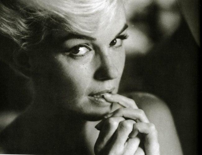 Marilyn Monroe - Page 9 Hgtzsh10