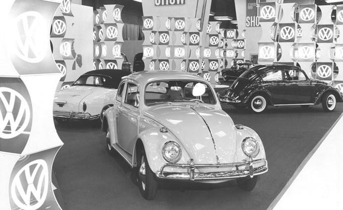 Photo salon auto d'époque 1964-c10