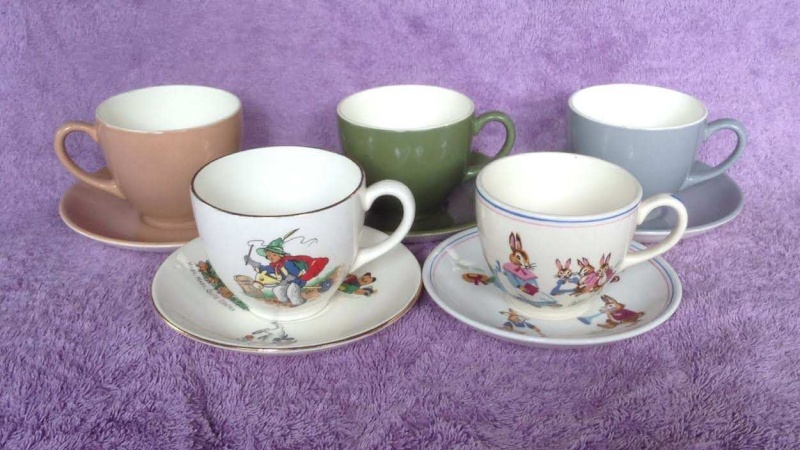 the 859 earthenware demitasse cup: South Pacific IGA Capri Wee Pets Bunny 859310