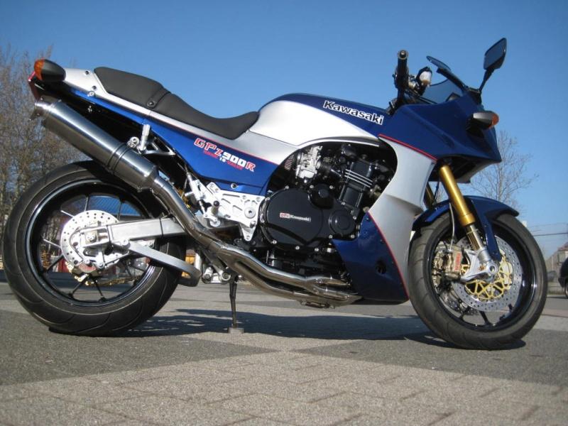Kawasaki GPZ-R 900 et 750, 1000 RX, ZX 10 TOMCAT - Page 6 Gsxrgp10