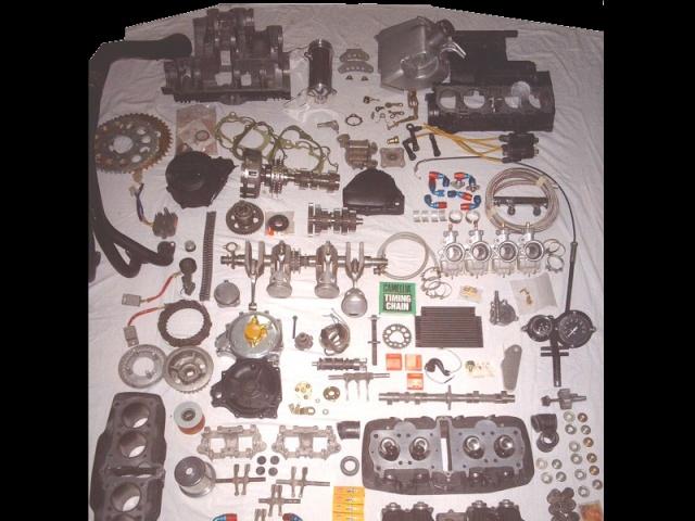 EGLI CB 750 BISON ROUGE Eclate10