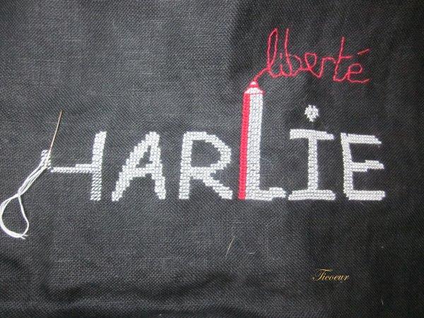 Je suis Charlie :broderie terminée  Img_6015