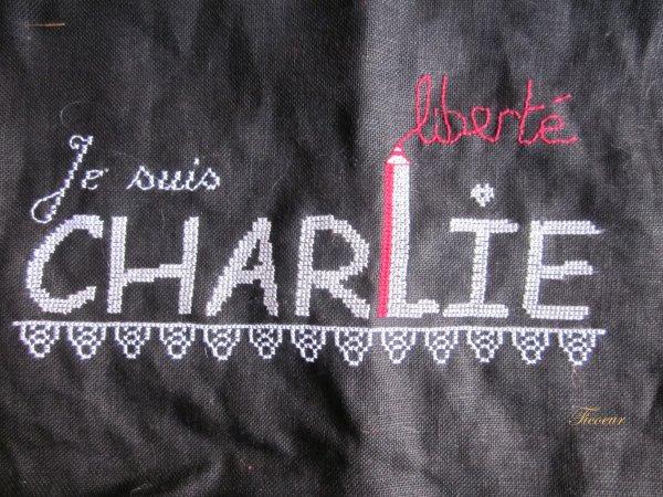 Je suis Charlie :broderie terminée  Img_6016