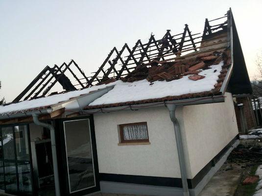 Požar na obiteljskoj kući u D. Zoviku 112