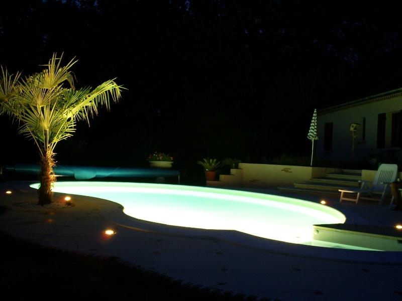 Aménagement et éclairage autour de la piscine S5030412