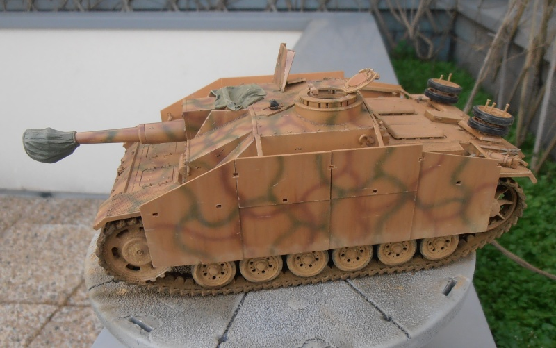 "Stug III ausf G "" 10,5 cm "" ( Tamiya, panzer art 1/35eme ) - Page 2 P1111011"