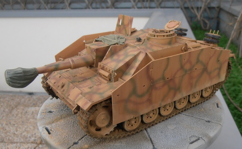 "Stug III ausf G "" 10,5 cm "" ( Tamiya, panzer art 1/35eme ) - Page 2 P1111013"