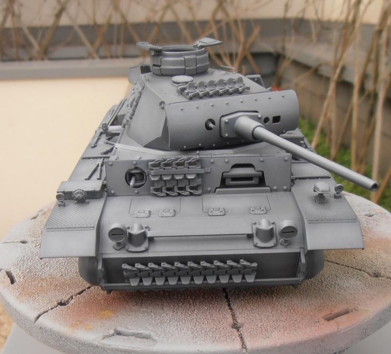 Panzer III ausf J ( Tamiya / 1:35eme ) La peinture. P1251019