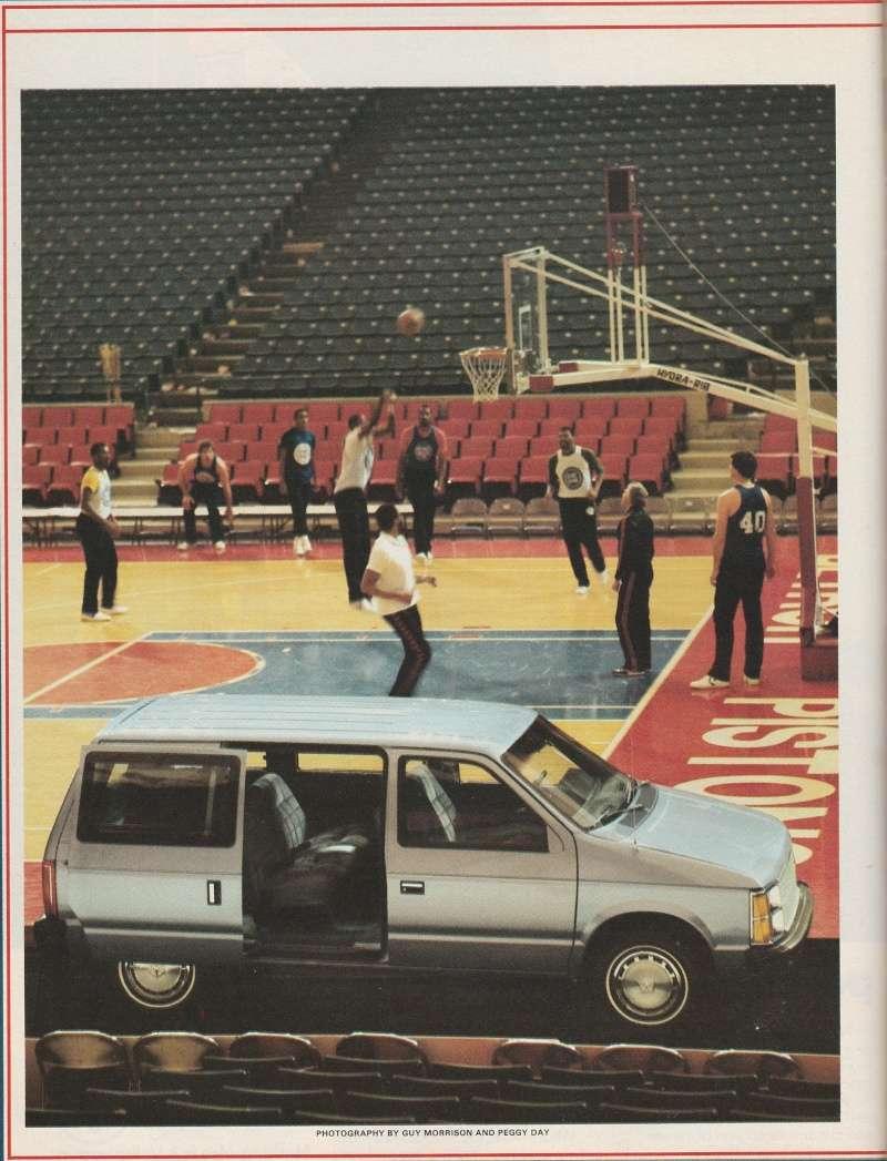 """Magazine """"Car and Driver"""" de mai 1983 avec le premier essai du Voyager! Img_2011"""