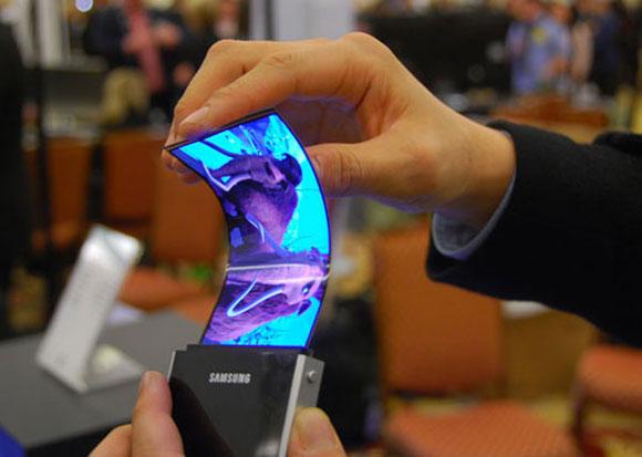 من المستقبل: ساسمونج تعرض شاشات شفافة يمكن طيها لأجهزة الموبايل! 1010