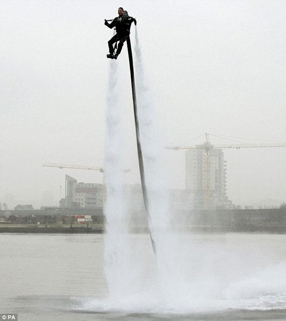 من وحي أفلام الخيال العلمي: جهاز طيران فوق الماء 4012