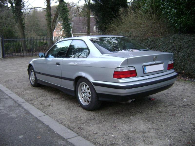 BMW 320i Coupé e36 de 1997 Dsc00816