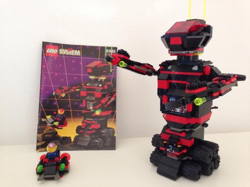 LEGO  SPACE VINTAGE Robotg11