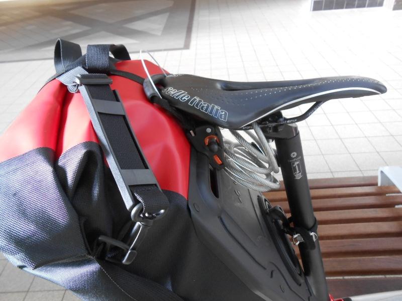 [Vente terminée] Sacoches et porte bagages Dahon 04510