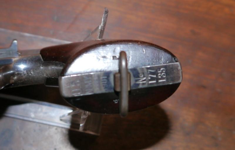 Recherche d'information concernant un Colt Army Model 1884/1901 P1110417