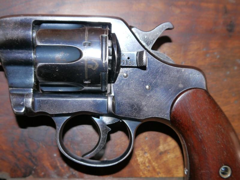Recherche d'information concernant un Colt Army Model 1884/1901 P1110420