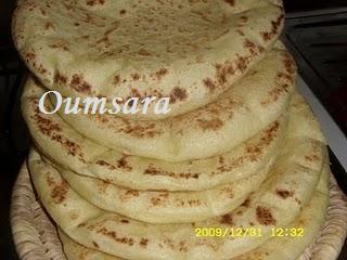 Batbout (بتبوت) ou Toghrift (توغريفت) ou M'kham'r ou M5amr ou Mkhamar (مخمر) est parmi des nombreux pains marocains traditionnels et originals qui existent. Batbou10