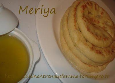 Batbout (بتبوت) ou Toghrift (توغريفت) ou M'kham'r ou M5amr ou Mkhamar (مخمر) est parmi des nombreux pains marocains traditionnels et originals qui existent. Meriam10