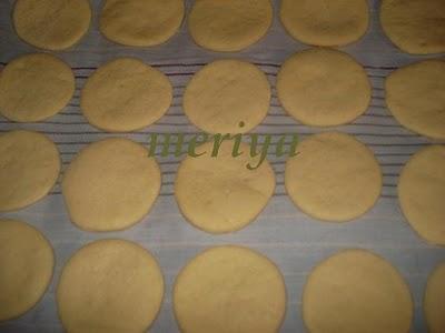 Batbout (بتبوت) ou Toghrift (توغريفت) ou M'kham'r ou M5amr ou Mkhamar (مخمر) est parmi des nombreux pains marocains traditionnels et originals qui existent. Mini1r10