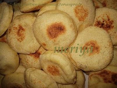 Batbout (بتبوت) ou Toghrift (توغريفت) ou M'kham'r ou M5amr ou Mkhamar (مخمر) est parmi des nombreux pains marocains traditionnels et originals qui existent. Mini2f10