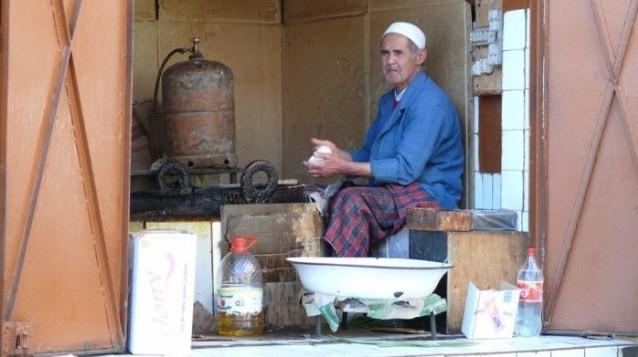 Au Maroc, Sfenj ou Chfenj ou Sfanj ou Chfanj = السّْفْنْجْ est une sorte de Beignet Salé Typiquement Marocain! Moule_10