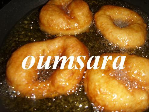 Au Maroc, Sfenj ou Chfenj ou Sfanj ou Chfanj = السّْفْنْجْ est une sorte de Beignet Salé Typiquement Marocain! Sfenj610