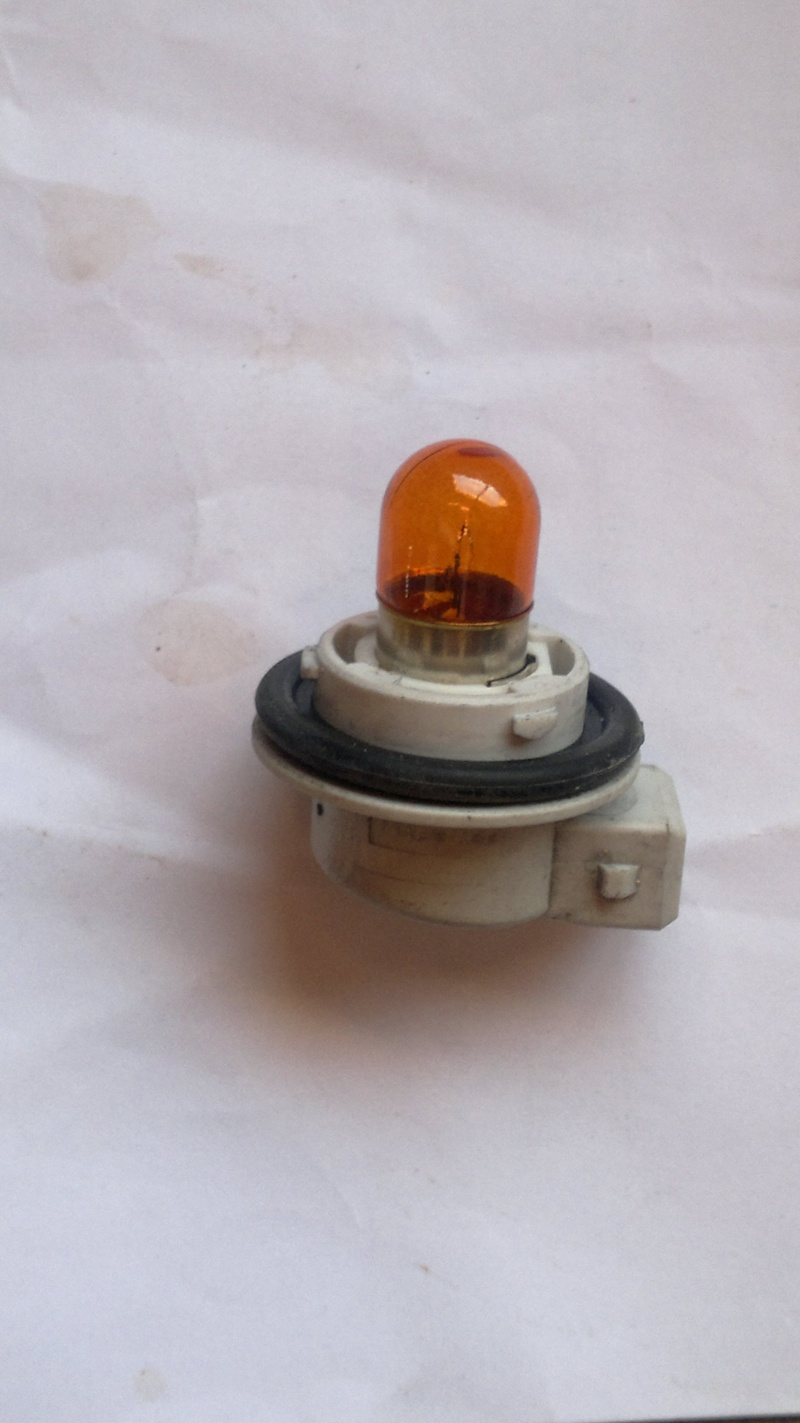 Cherche culot porte ampoule de clignotant avant pour MP3 RL 17012010