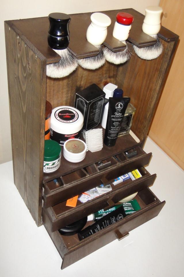 Photos de votre armoire spéciale rasage (ou de la partie réservée au rasage) - Page 2 Rangem10