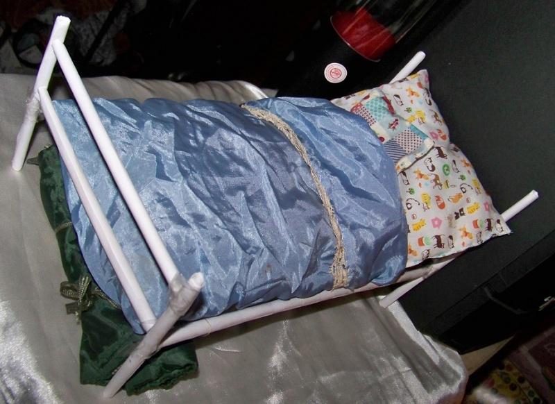 [vicky] Petit lit en papier 100_7429