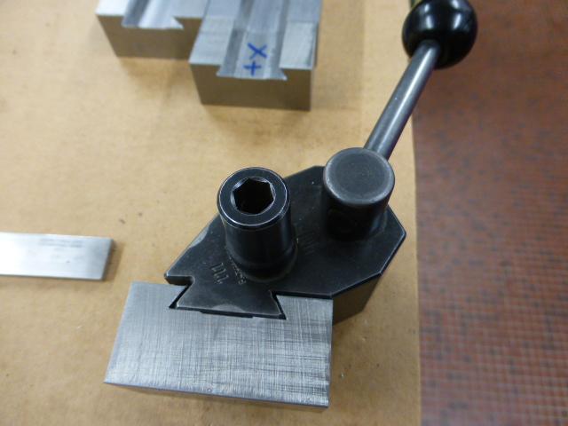 Des porte- outils pour mon Tour Schaublin 102 en pagaille... !!! P1050517