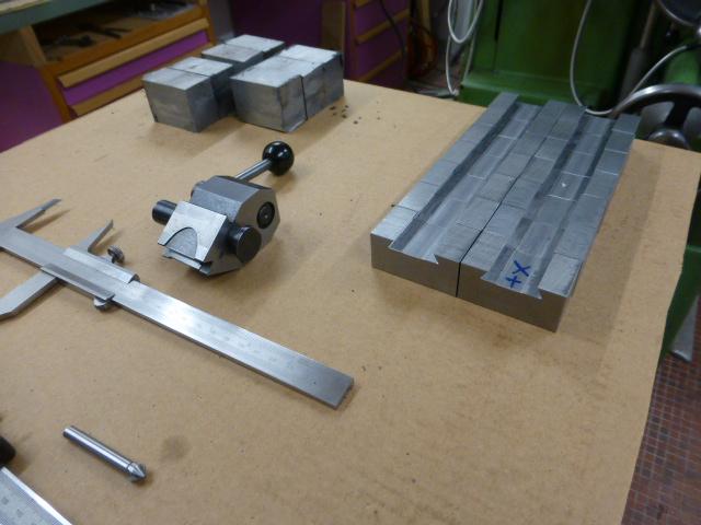 Des porte- outils pour mon Tour Schaublin 102 en pagaille... !!! P1050518