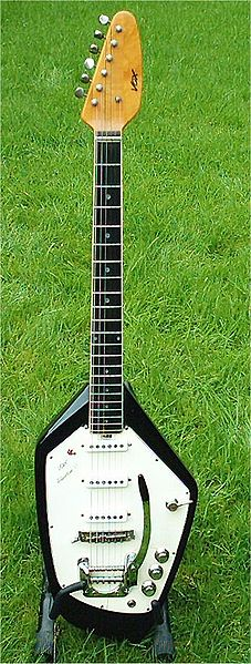 Ses guitares - Page 2 227px-10