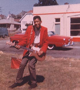 Ses guitares Danele10