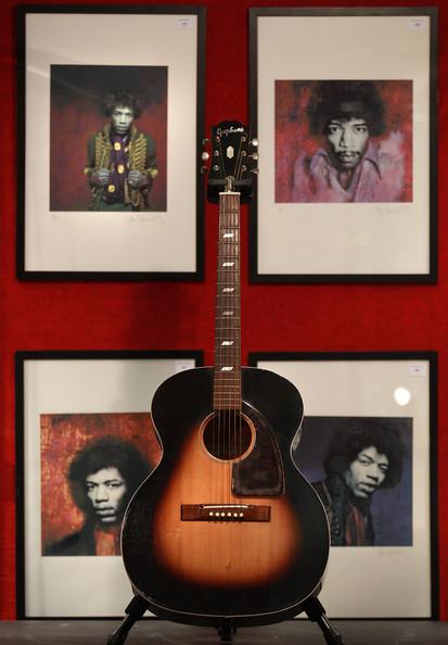 Ses guitares Epipho12
