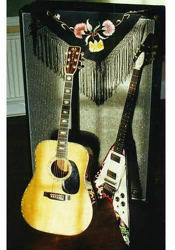 Ses guitares - Page 3 Jimi_h10
