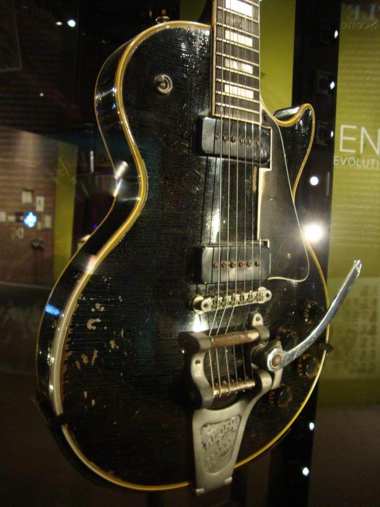 Ses guitares Les_pa10