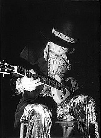 Ses guitares Zurich10