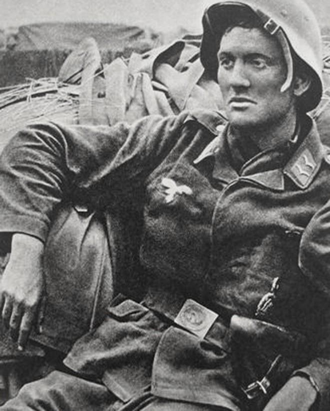 Soldats de la Luftwaffe - Page 6 14564810