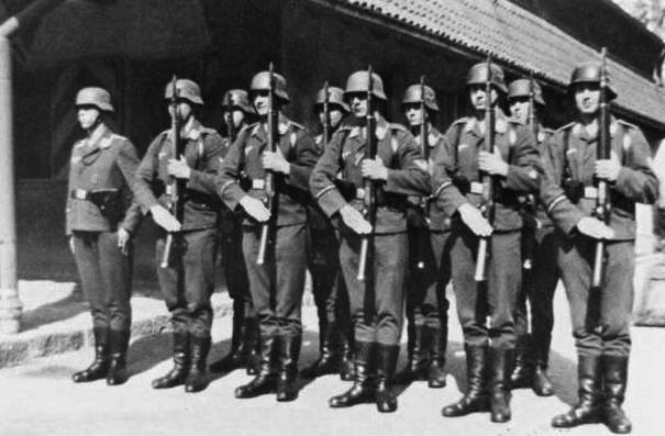 Soldats de la Luftwaffe - Page 7 Edc10