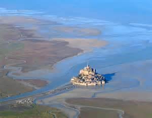 Pour le plaisir des yeux... Le Mont-Saint Michel redevenu île durant les grandes marées Mont_s10