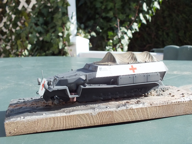 Sdkfz 251-8 C KrankenPanzerWagen base Dragon Sdkfz 251/1 C réf : 6246 Dscf7654