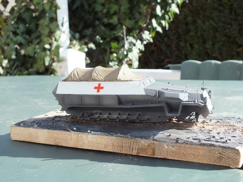 Sdkfz 251-8 C KrankenPanzerWagen base Dragon Sdkfz 251/1 C réf : 6246 Dscf7655