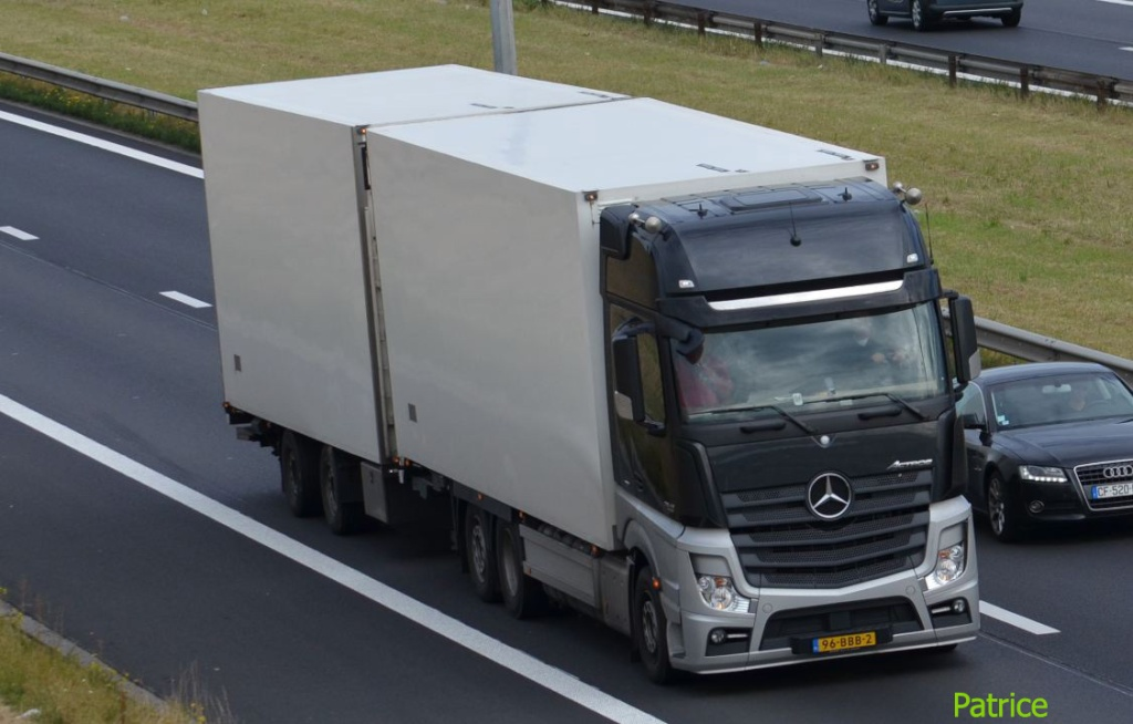 Mercedes Actros MP4 (euro 6 )  - Page 2 1460_c10