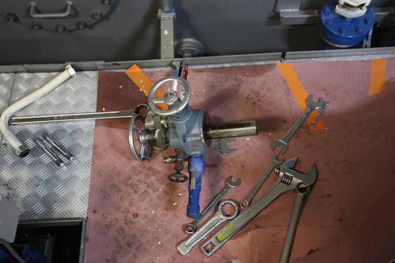 nouveaux venu; un compresseur creyssensac a restaurer...si il en vaut encore la peine! ^^ 08_nov11