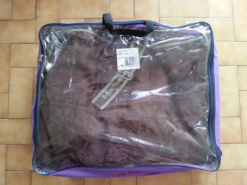 Beaucoup de matériel à vendre (tapis, sangle, couverture, protections CSO, guêtres dressage, licol étho, veste imper, ...) 10928012