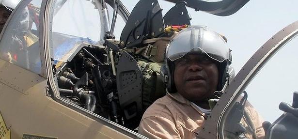 Forces Armées Camerounaises - Page 3 810