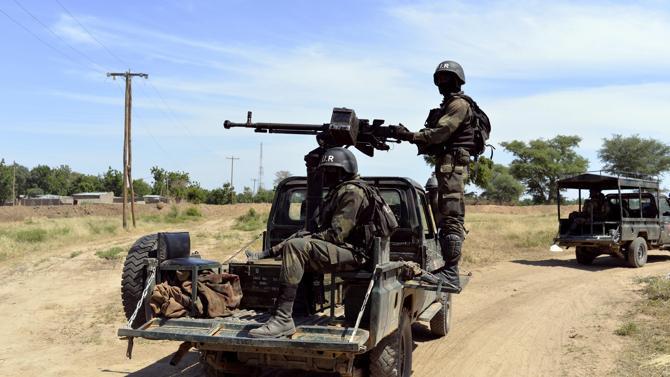 Forces Armées Camerounaises - Page 3 910